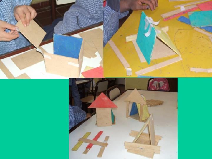 """Los pequeñitos de Jardìn """"B"""" construyen distintas casitas."""